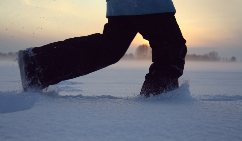 walking-snow-winter-sunset-morning-feet-run-ice-weather-blue-season-footwear-freezing-1222104.jpg